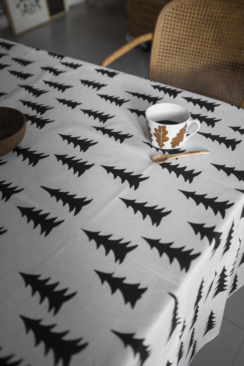 skandynawski obrus gran r ne rozmiary fine little day. Black Bedroom Furniture Sets. Home Design Ideas