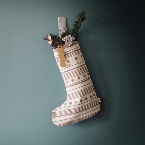 Fotografia, na której jest Dekoracja wisząca SKARPETA WINTERLAND - ferm LIVING