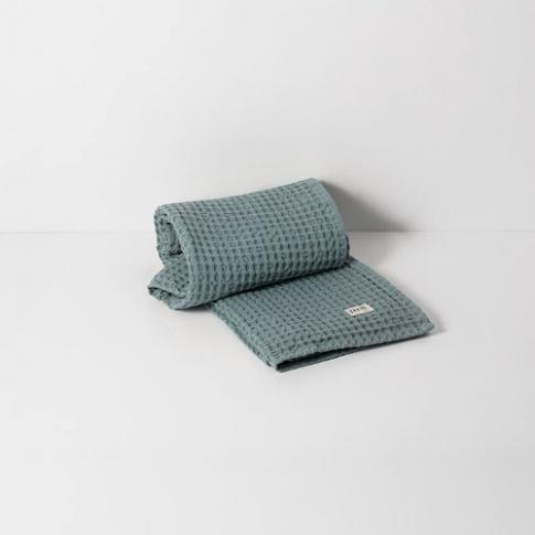 Fotografia, na której jest Ręcznik do rąk - niebieski / dusty blue - ferm LIVING