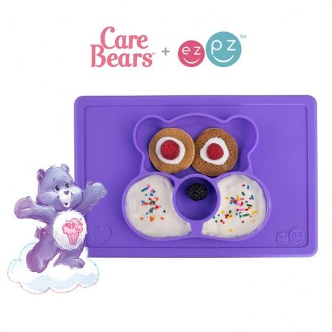Fotografia, na której jest EZPZ Silikonowy talerzyk z podkładką 2w1 Care Bears™ Mat Miśka Share Bear fioletowy