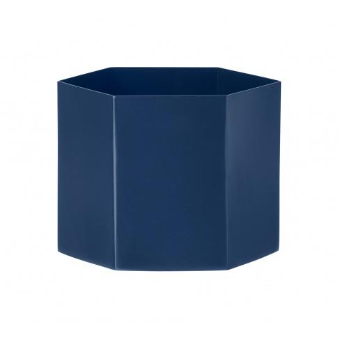 Fotografia, na której jest Doniczka metalowa niebieska HEXAGON - ferm LIVING