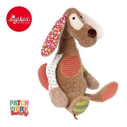 Fotografia, na której jest SIGIKID Brązowy pies 40 cm Patchwork Sweety