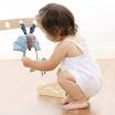 Fotografia, na której jest SIGIKID Miękka zawieszka Niebieski nietoperz z grzechotką, piszczałką i szeleszczącą folią