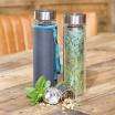 Fotografia, na której jest Butelka szklana na herbatę z pokrowcem - 350 ml - Złote Szlaczki Eigenart