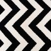 Fotografia, na której jest Wełniany dywan CHEVRON BLACK WHITE I - White Oaks