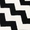 Fotografia, na której jest Wełniany dywan CHEVRON BLACK WHITE II - White Oaks