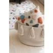 Fotografia, na której jest Kosz bawełniany z chwostami Tassels - różne kolory - Lorena Canals