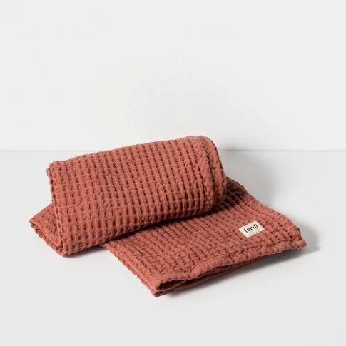 Fotografia, na której jest Ręcznik kąpielowy - rust - ferm LIVING