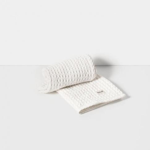 Fotografia, na której jest Ręcznik do rąk - biały - ferm LIVING