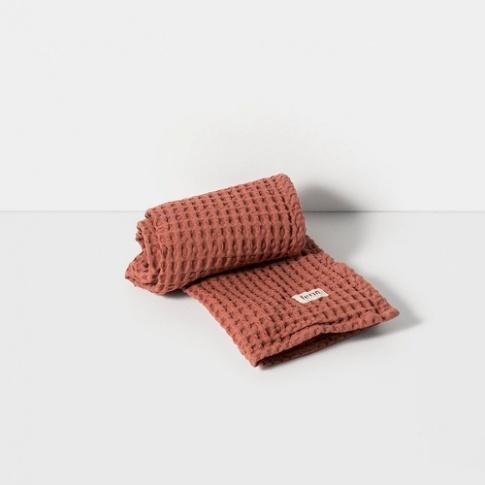 Fotografia, na której jest Ręcznik do rąk - rust - ferm LIVING