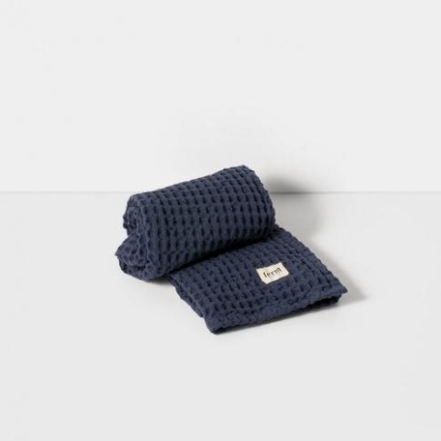 Fotografia, na której jest Ręcznik do rąk  - niebieski - ferm LIVING