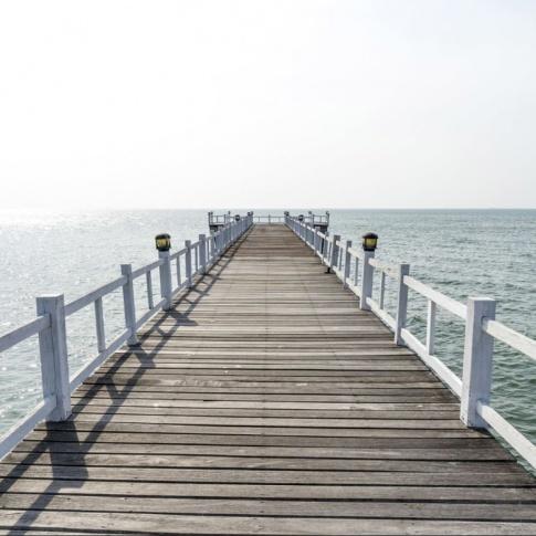 Fotografia, na której jest Fototapeta REBEL WALLS | Hampton Pier