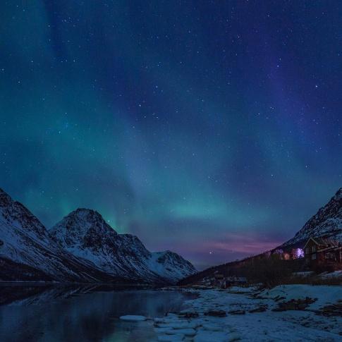 Fotografia, na której jest Fototapeta REBEL WALLS | SCANDINAVIA Northern Lights