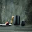 Fotografia, na której jest Dzbanek próżniowy czarny Nordic Kitchen - Eva Solo