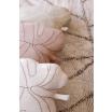 Fotografia, na której jest Poduszka Baby Leaf Rose Beige - Lorena Canals